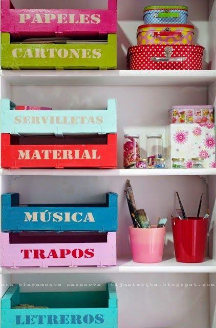 Organizador hecho con cajas de fruta